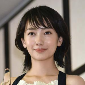 【悲報】波瑠さん(30)お顔が大変な事になってしまう