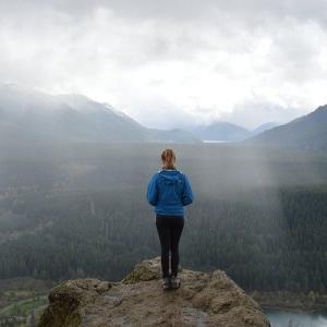 専門家 「山で迷ったら登山しろ」