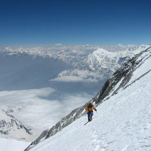 バカ 「登山は危険」 ワイ 「でもニコ生主が軽装で富士山を軽々と登ってましたよね」