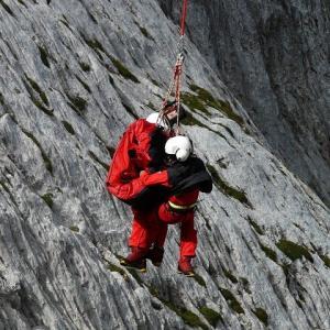 ぎっくり腰⁈ 北アルプス 涸沢 テント設営中の女性 ヘリ救助