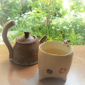 中村三郎さんの急須と荒川洋子さんの猫のカップについて