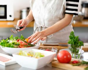 一人暮らしの外食or自炊の食費どちらがお得?