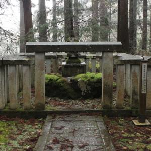【勝山市】平泉寺白山神社内に、なぜ「楠木正成の墓」があるのか