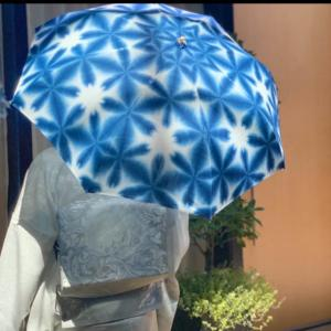 着物通のおしゃれな日傘!①染体験の白×藍色をキットで手作【絞り染め京都いづつ】