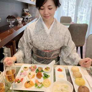 山岡古都の小紋可愛い系コーディネートで女性に人気のふっくらもちもちベーグルランチ
