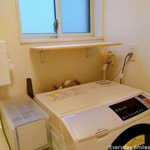狭い脱衣所に棚を自作(DIY)して着替え置き場の収納に(石膏壁)