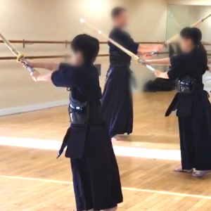 剣道の素振り:前後正面打ちの打ち方【練習のポイント6つ紹介します】