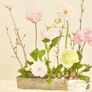 悩みながら、笑いながらお花と向き合う