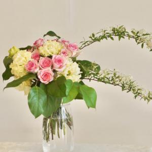 バラたっぷりのロマンチックブーケ