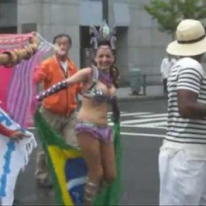 巨乳 サンバ & 宙返り パレード