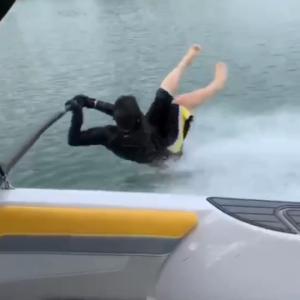 パパの爆笑水上スキー