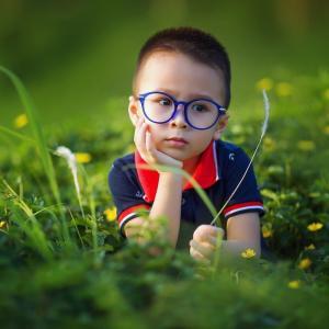 小学三年生にささぐ。小学三年生頃から近視の子供が増えます