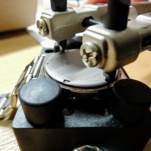 スクリューバックの腕時計の電池交換(アルバ APFZ105)