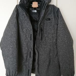 ノースフェイスのジャケットとブルーブルーのコート、どちらもカッコいいメンズアウター!!!