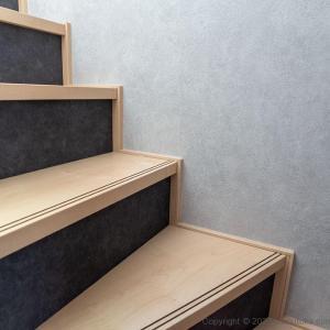 スペースをムダにしない! 階段の上下空間を使った収納法