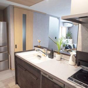 冷蔵庫の配置場所を作って解決! キッチンがすっきり見えて使いやすいレイアウト