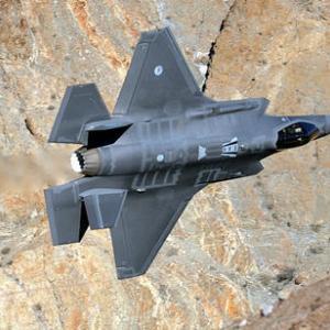 ドラッグシュート着陸や低空侵入シーンなどF-35A画像集