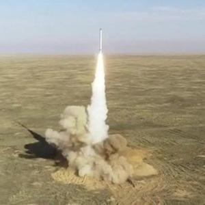 イランが発射した弾道弾が米艦隊の近くで爆発