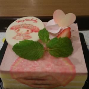 マイメロディのピンクケーキ45周年メニュー
