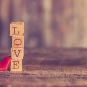 年の差がある人を好きになった時、諦める?付き合う?経験者が解説