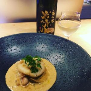 日本酒をペアリングで楽しませてくださる麻布十番の「赤星とくまがい」さん♪ 熊谷シェフのお料理に赤星さんが選ぶ日本酒がまるでソースの...