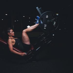 脚(大腿四頭筋・ハムストリングス・大殿筋)トレーニング