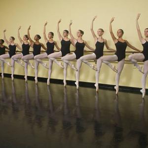 フランスバレエ解剖学から分析:「バレエの安定した軸」を手に入れる!それには○○を鍛えること♪