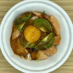 【すき家】「アボカドユッケサーモン丼」を持ち帰りで買ってきました!