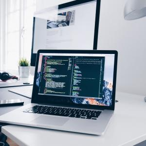Webエンジニアとは?特徴と学ぶべき言語についてご紹介
