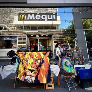 地球(日本)の真裏🌎:では、『Mcdonald's』は、▶️『Mequi(メッキ)』って...なにこれ...🍔🍟