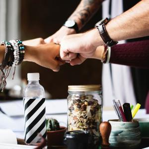 【解決策】職場で気が合わない人ばかり…付き合い方&楽になる考え方