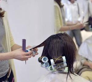 パーマで髪がダメージする本当の理由!傷んだ髪の悩みにお答えします