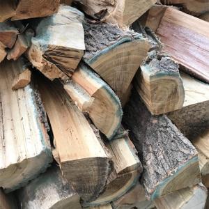 薪棚の薪に異変が…