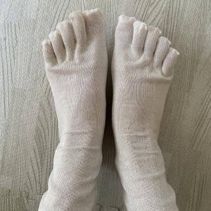 おひとりさま、肌に触れるものにこだわる~シルクの靴下~