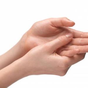 手荒れには皮膚の乾燥と手湿疹がある!