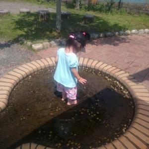 公園で水遊び。