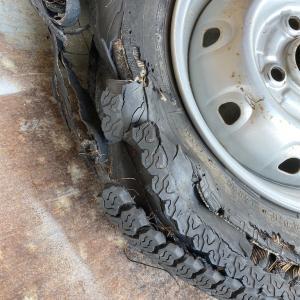 タイヤがパンクしたまま走ったら