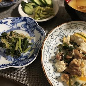 トップバッターは&豚コマ、豆腐、ニラの卵とじ