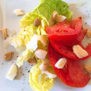 トマトとアーモンドのサラダのレシピ~チーズとの相性が抜群