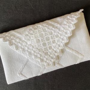ハーダンガー刺繍のミニポーチ
