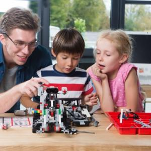 """【初めてのロボット開発】Arduino互換のWi-Fi通信機能搭載の二足歩行ロボット""""ピッコロボIoT""""を始めてみよう!!"""