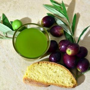 色鮮やかなグリーンハーブオイルのレシピ