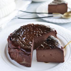 混ぜるだけ簡単チョコレートバスクチーズケーキ