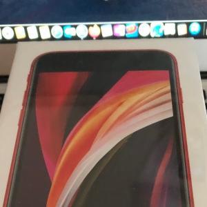 一日遅れですがiPhone SE 2(PRODUCT)REDが届いた!ヾ(`・ω´・)ゞ