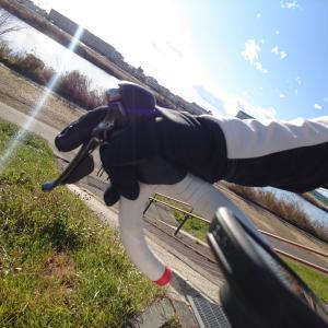 ユニクロの手袋を自転車用に使ってます。 今なら500円で買えるって!