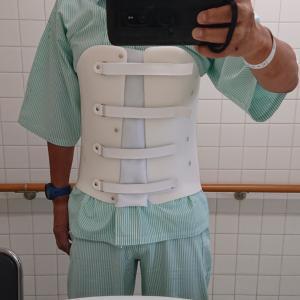 【交通事故】コルセット付きで無事に退院できた