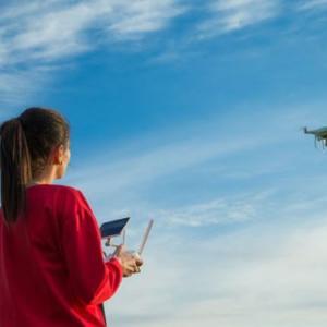 【体験談】ドローンで稼ぐ!まずは自宅で学べる無料オンラインレッスンから始めよう