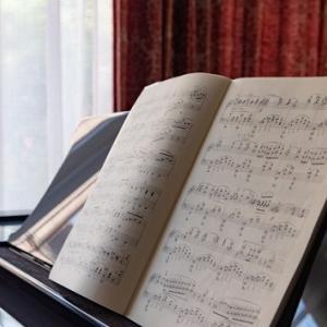 ピアノの譜面台の種類と特徴