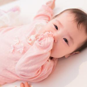 指しゃぶりをやめさせるグッズ3選|2歳娘が1日でやめたのは〇〇!