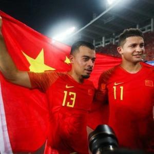 【悲報】中国代表さん、ブラジル代表を全員帰化させたとしても日本に勝てないと言い出す…